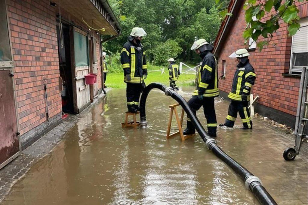 Die Einsatzkräfte der Feuerwehr Werne waren pausenlos im Einsatz im Kampf gegen die Folgen des Unwetters.