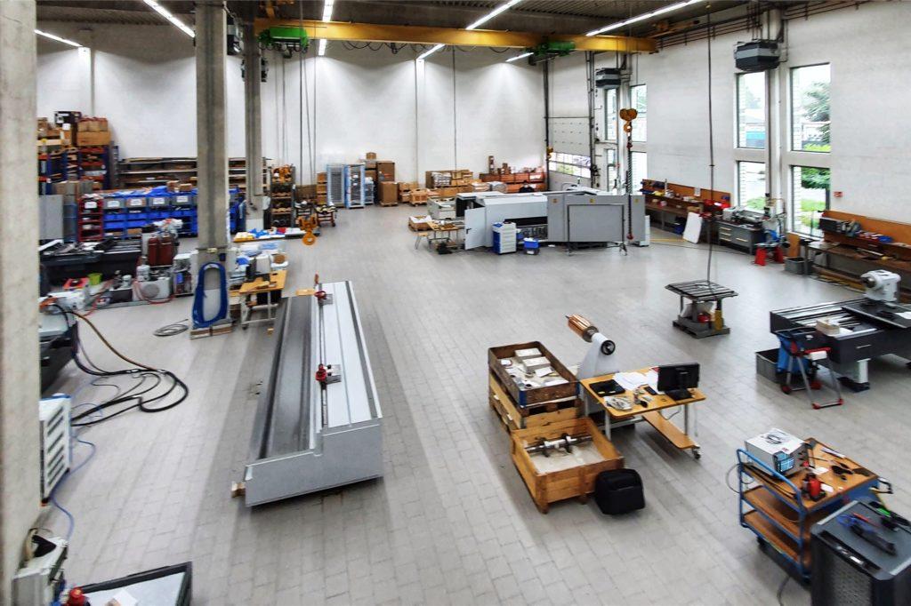 Ein Blick in die Montagehalle der Firma Schepers, in der die großen Maschinen zusammengebaut und in Betrieb genommen werden.