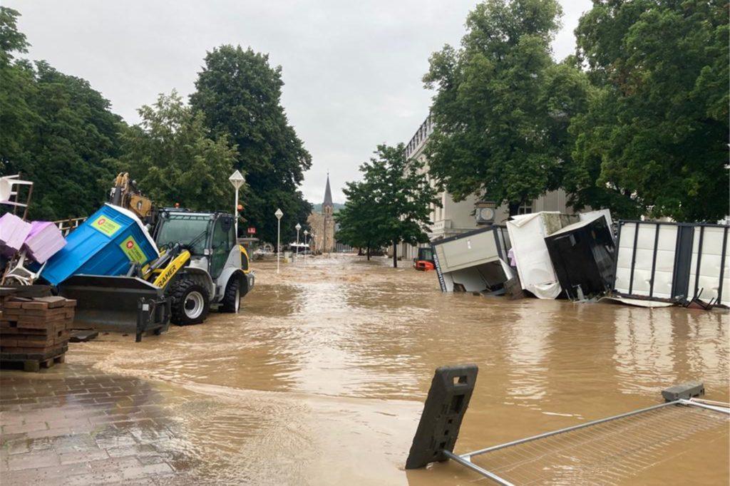 Ein breiter schlammiger Strom ist mitten durch die Stadt Bad Neuenahr geflossen und hat viele Menschen wohnungslos gemacht, berichtet die Ahauserin Lila Dowgieluk-Radtke.