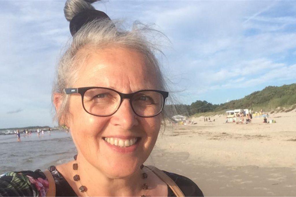 Lila Dowgieluk-Radtke aus Ahaus - hier bei einem Urlaub am Meer - hat die Hochwasserkatastrophe in der Eifel hautnah miterlebt.