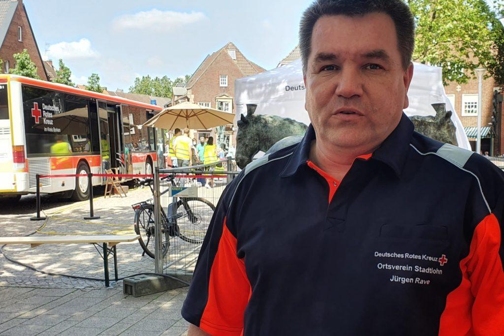 Der DRK-Ortsverein um Jürgen Rave baute die Impfstraße ab 7 Uhr morgens.