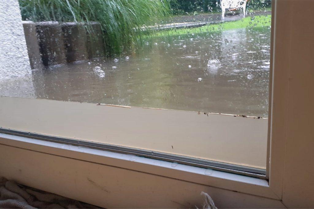 Das Wasser floss durch Türen und Fenster der Kita.