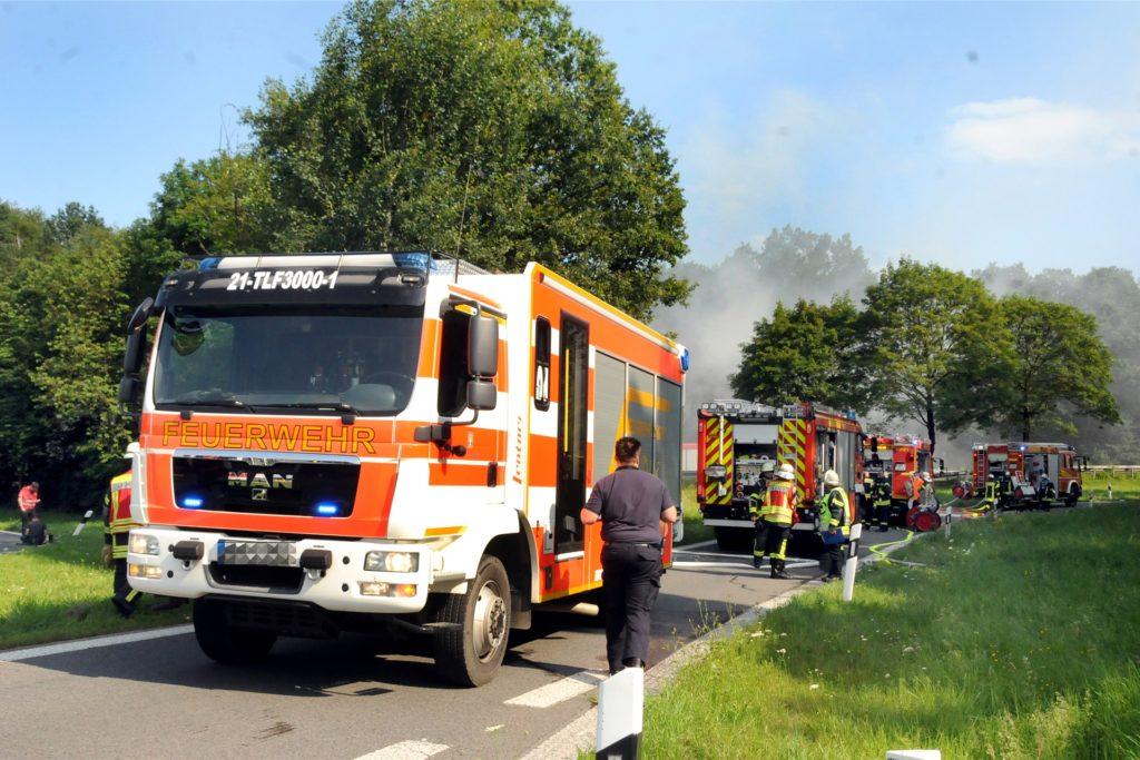 Die Hagener Feuerwehr eilte mit drei Tanklöschfahrzeugen mit Wasservorrat zur Hilfe.