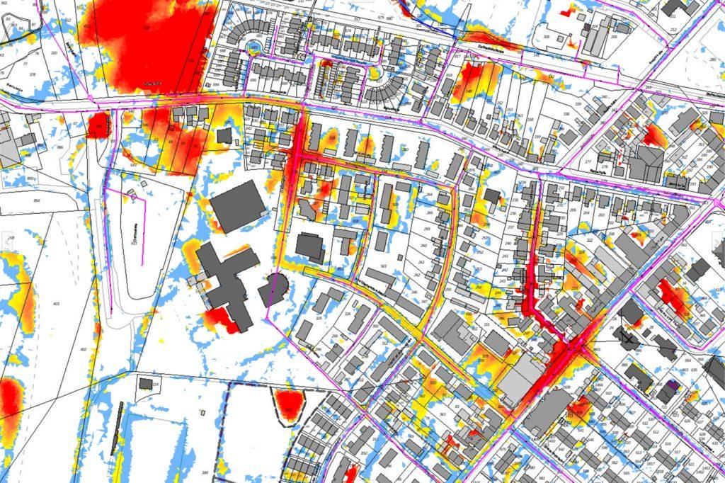 Dieser Ausschnitt der Starkregengefahrenkarte zeigt einen Teil von Lünen Süd, im Bereich der Bahnstraße und Käthe-Kollwitz-Gesamtschule. Die rot markierten Bereich zeigen an, wo die Gefährdung für Überschwemmungen durch Starkregen größer sind.