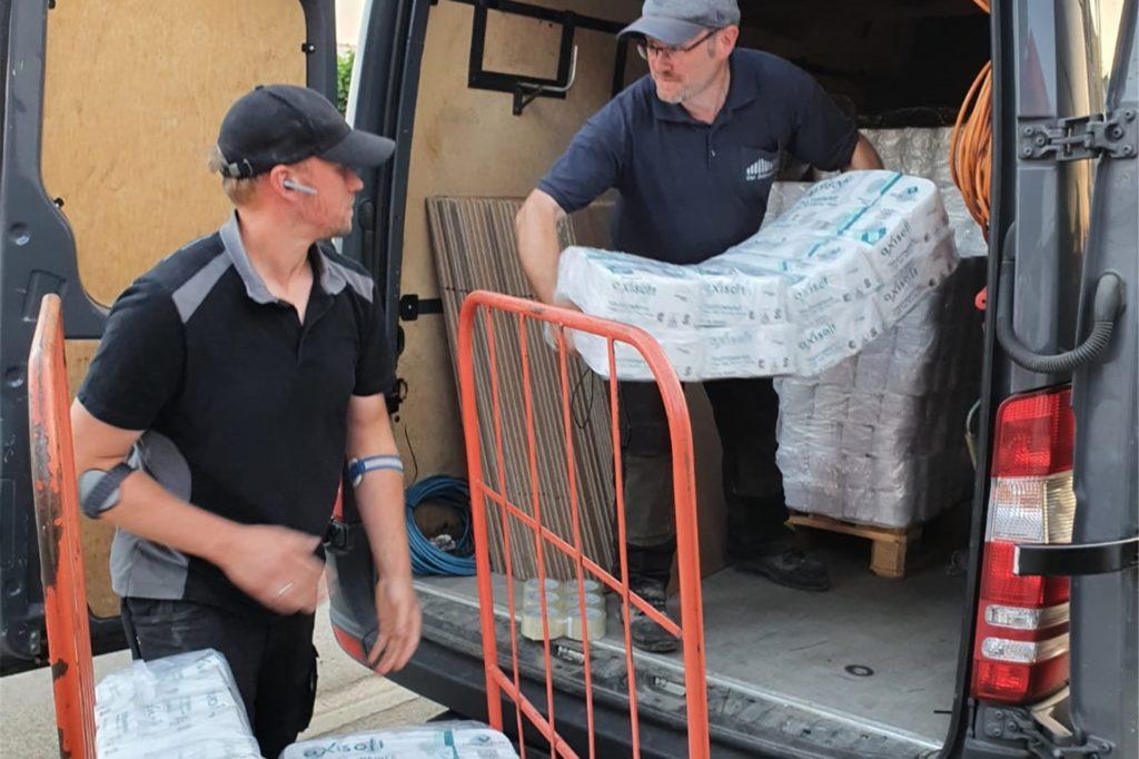 Auch am Dienstag, 20. Juli, fuhr Thomas Sprenger wieder ins Hochwassergebiet um Sachspenden zu bringen. Darunter Klopapier, Schubkarren, Schaufeln und Medikamente. Einen Duschwagen haben sie ebenfalls mitgebracht.