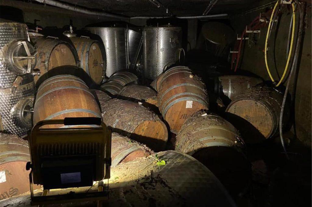 Schwer getroffen wurde auch der Fasskeller des Weinguts Max Schell. Auch viele Freunde und Bekannte aus Stadtlohn kämpfen damit, die ersten Folgen zu beseitigen.