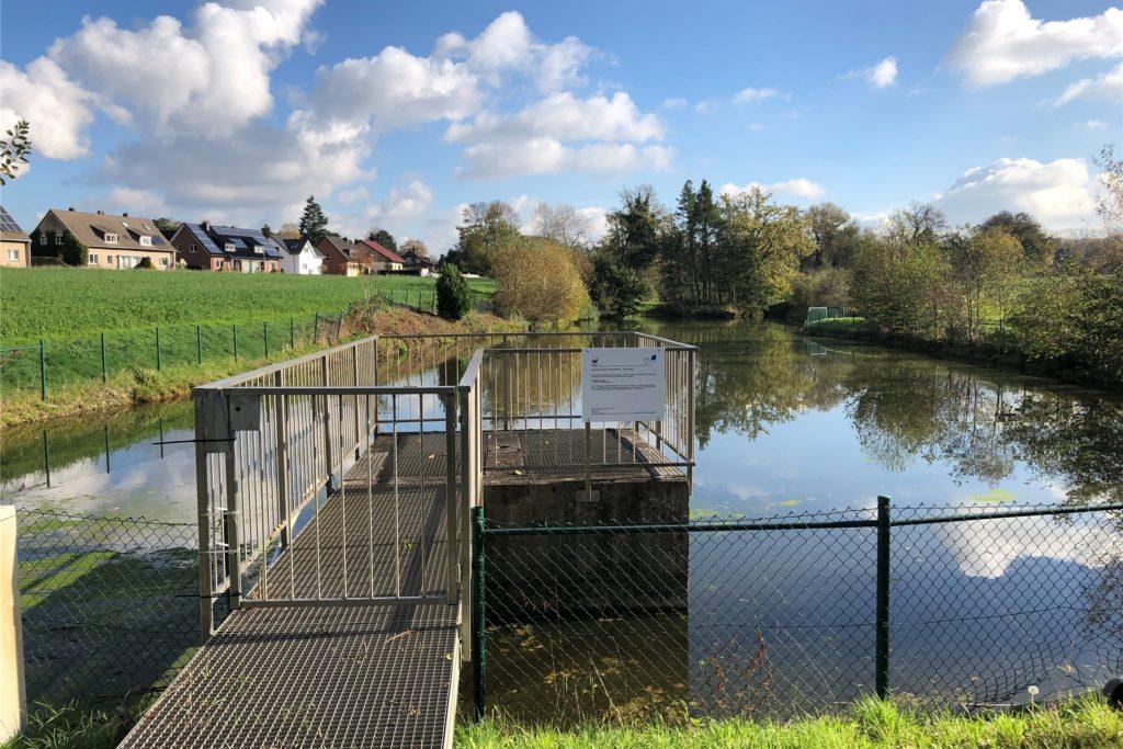 Der SAL Lünen betreibt sechs Regenrückhaltebecken wie hier am Tinkmühlenbach in Brambauer.