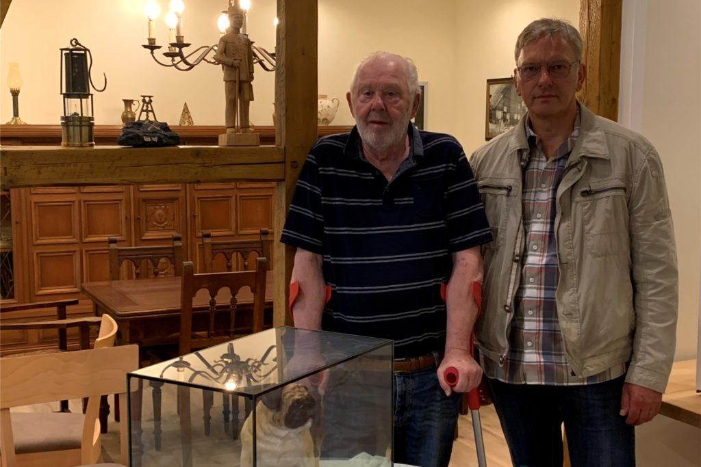 HV-Vorsitzender Hans Fromm und sein Stellvertreter Volker Schulte-Bunert (r.) freuen sich, demnächst wieder Gäste im neuen Heimathaus begrüßen zu können.