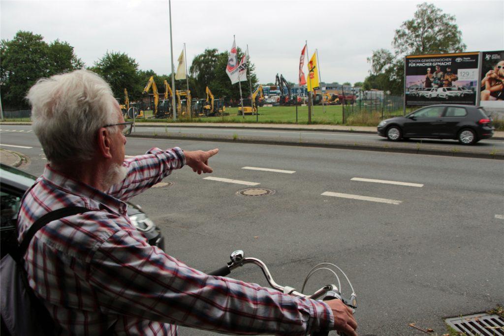 Wer aus Richtung Innenstadt kommend von der Stockumer Straße in Höhe Einkaufszentrum (Kaufpark/Aldi) nach links in die Breielstraße abbiegen will, muss einen großen Umweg fahren.