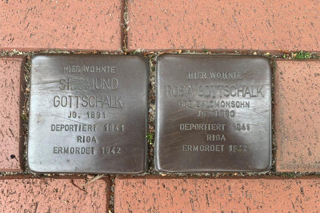 Zwei der Stolpersteine in Nienborg, die an die deportierten Gottschalks erinnern.