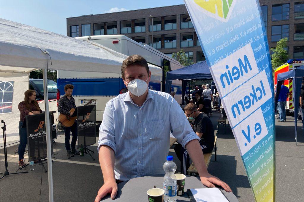 Bürgermeister Rajko Kravanja bei der Impfaktion auf dem Marktplatz in Ickern. Im Interview forderte er Schülerinnen und Schüler auf, sich impfen zu lassen.
