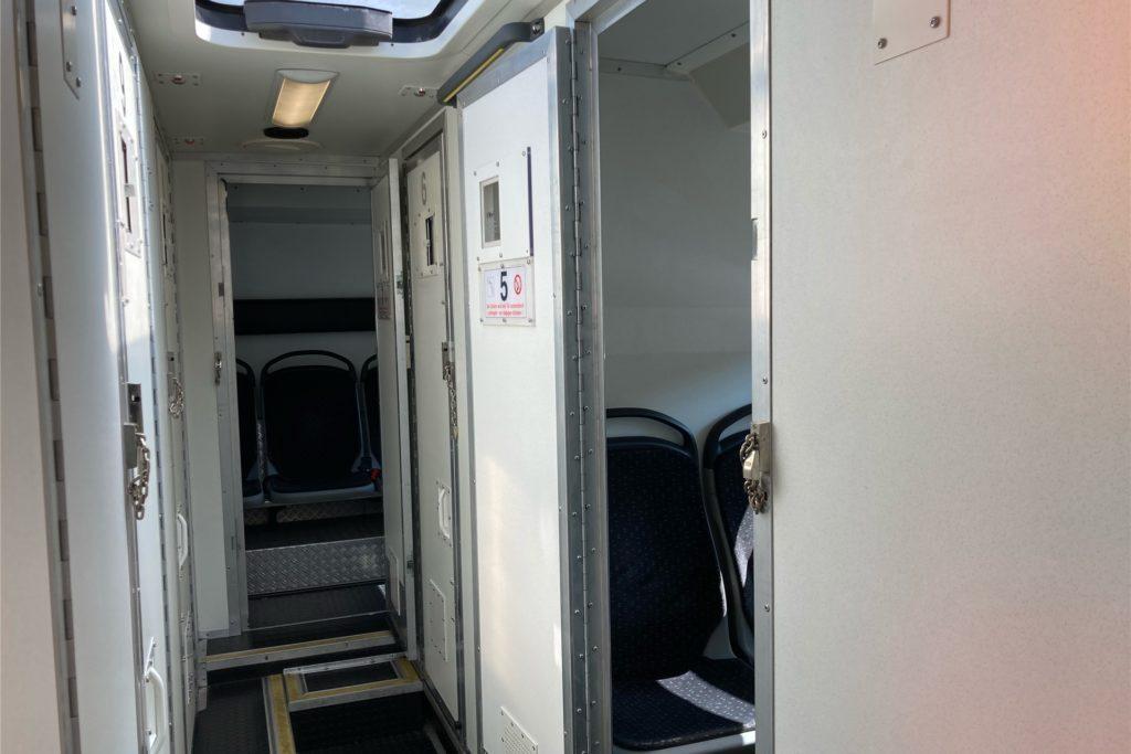 In diesem Gefängnisbus der JVA Meisenhof wurde bei der Aktion auf dem Marktplatz in Ickern am Freitag geimpft.