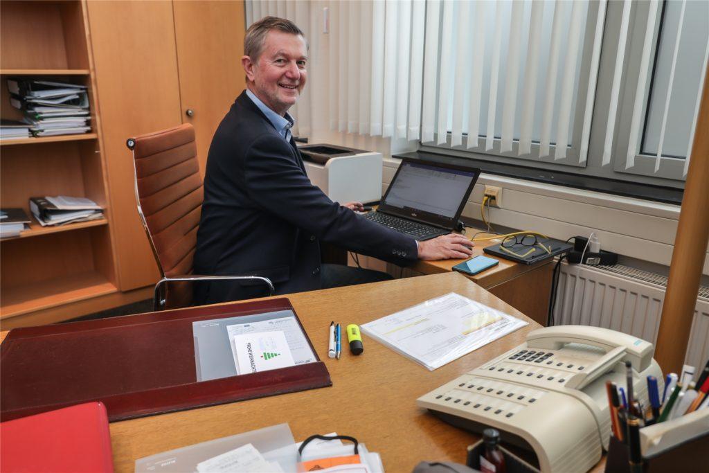 Schreibtisch und Stuhl stammen noch aus den Anfängen des TZ im Jahr 1985 und genießen fast schon Kultstatus.
