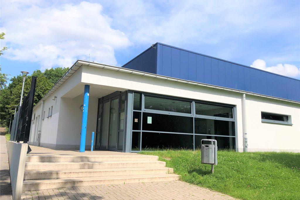 Auch die neuere Sporthalle auf dem Schulgelände blieb von den Wassermassen nicht verschönt. Fotos von den Schäden in beiden Fällen durfte die Redaktion nicht machen.
