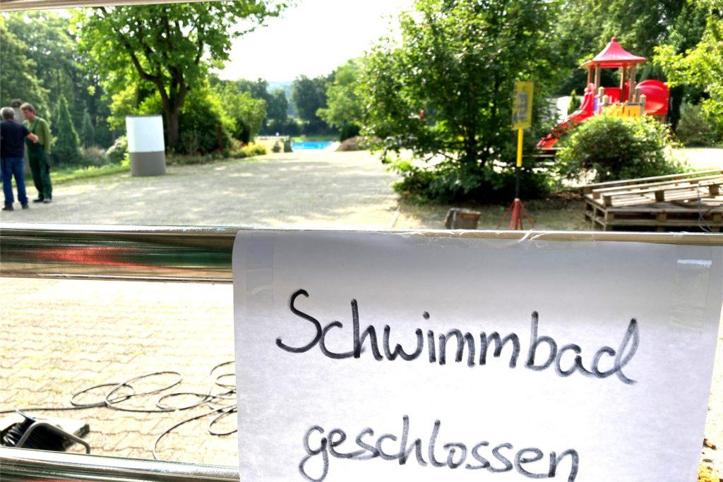 """""""Schwimmbad geschlossen"""