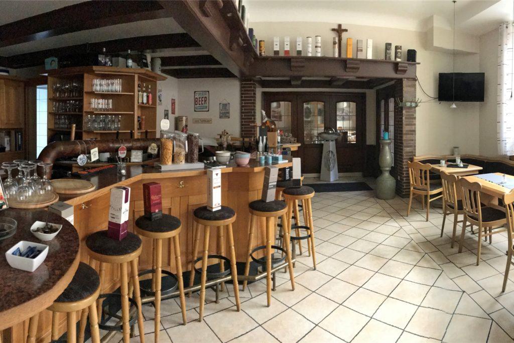 Die leere Innen-Gastro: Nußbaum würde draufzahlen, wenn er diesen Bereich zusätzlich zum Biergarten öffnen würde.