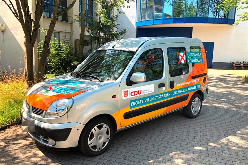 So sah der Renault Kangoo der CDU Ergste-Villigst vor dem Brand aus. Die Ortsunion hatte den Wagen erst 2020 zum Kommunalwahlkampf gekauft.