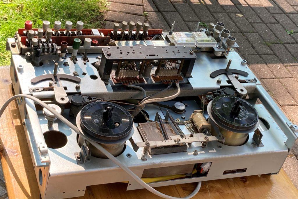 Alte Schätze wie dieses Tonbandgerät werden wieder fit gemacht.