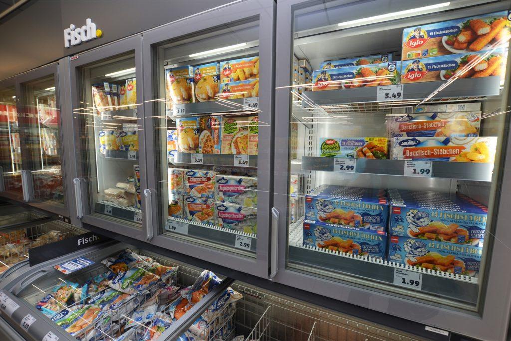Neu sind auch Kühlvitrinen oberhalb der Truhen mit den Tiefkühlprodukten.