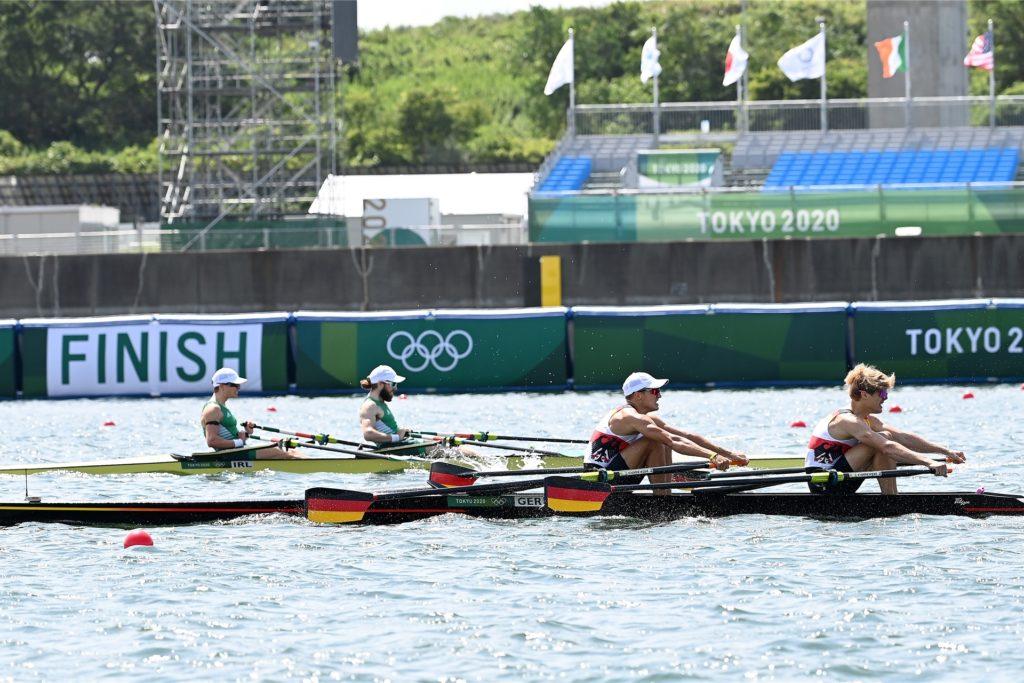 Jonathan Rommelmann (v.l.) und Jason Osborne (v.r.) im direkten Duell mit den späteren Olympiasiegern aus Irland.