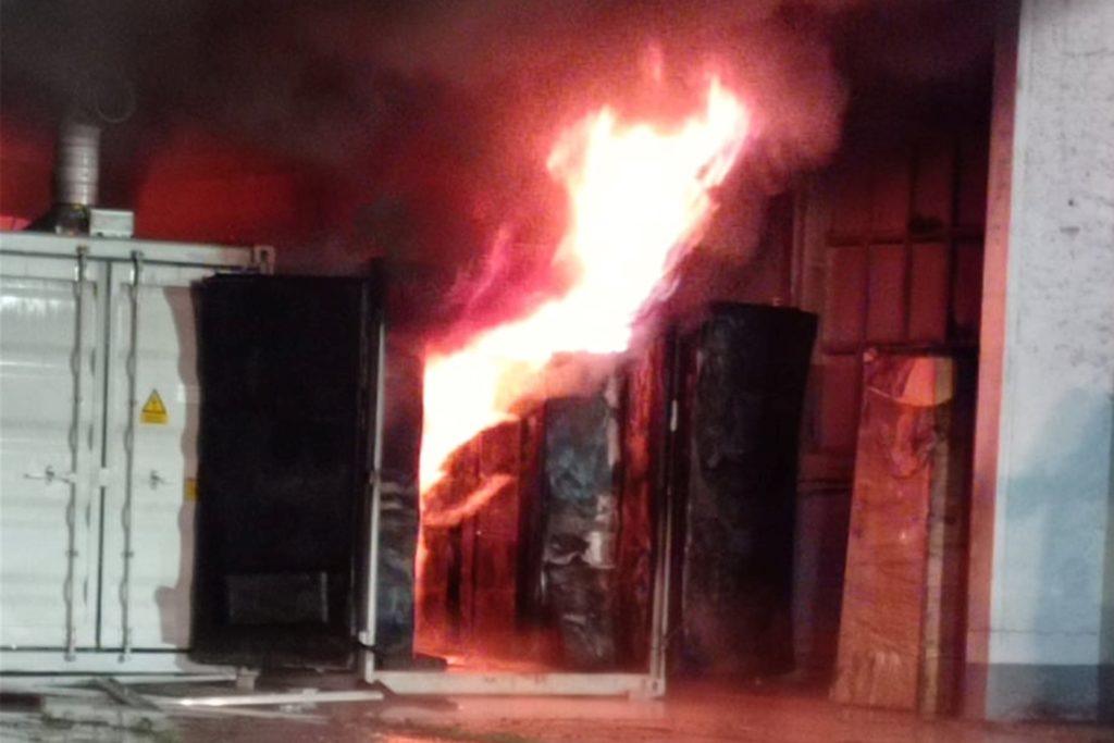Am Sonntagmorgen des 18. Juli um 0.45 Uhr entwickelte sich ein Feuer in einem Batteriespeicher in Neuhardenberg in Brandenburg.