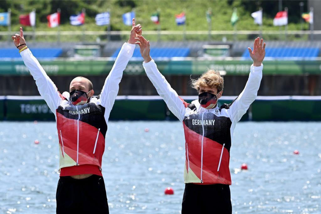 Das deutsche Duo auf dem Olympischen Podest kurz vor der Medaillenübergabe.