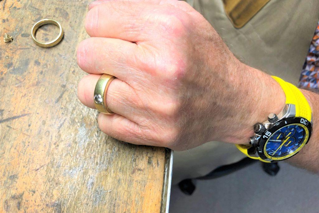 Natürlich hat Karl-Heinz Taubenberger seinen Ehering und den seiner Frau selber gefertigt.