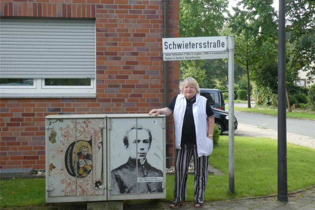 Der Verkehrsverein Werne um die Vorsitzende Heidelore Fertig-Möller hat ein Porträt von Schwieters auf einem Stromkasten an der gleichnamigen Straße angebracht.