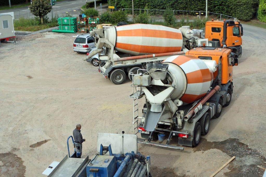 Reger Betrieb herrschte am Freitag auf der Großbaustelle des neuen Edekas.