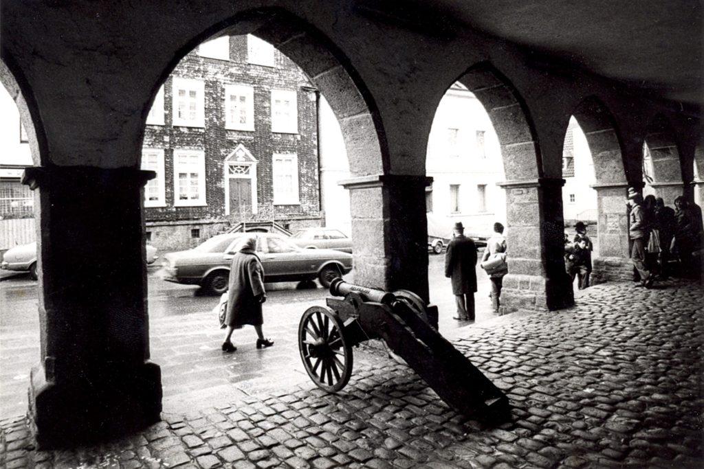 Jahrzehntelang standen die Kanonen unter den Bögen der damals noch offenen Halle des Ruhrtalmuseums. Fast jeder Schwerter ist in seiner Jugend auf den dicken Rohren geritten.