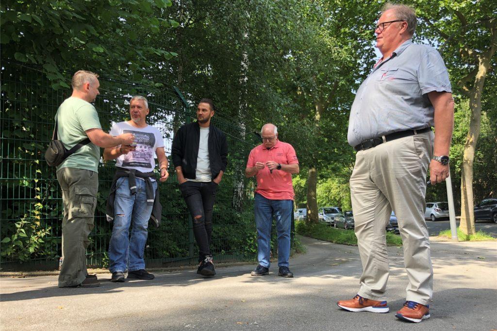 Keinen leichten Stand hatte der Schwerbehindertenbeauftragte Dirk in der Beck, der sich am letzten Produktionstag bei Caterpillar in Dortmund der Kritik der Beschäftigten an der Arbeit des Betriebsrats stellte.