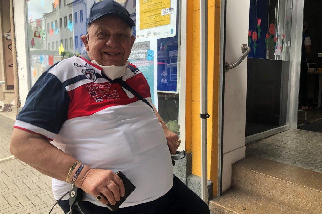 Horst Trzebiatowski ist 83 Jahre alt. Er ist erleichtert, sich endlich impfen lassen zu können.