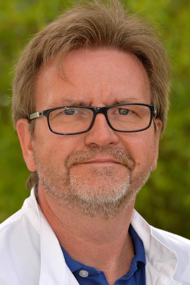 Dr. Stefan Matzko ist Leitender Oberarzt sowie Leiter der internistischen Intensivmedizin der Lungenklinik Ruhrgebiet Nord am Standort St. Sixtus-Hospital Haltern am See.