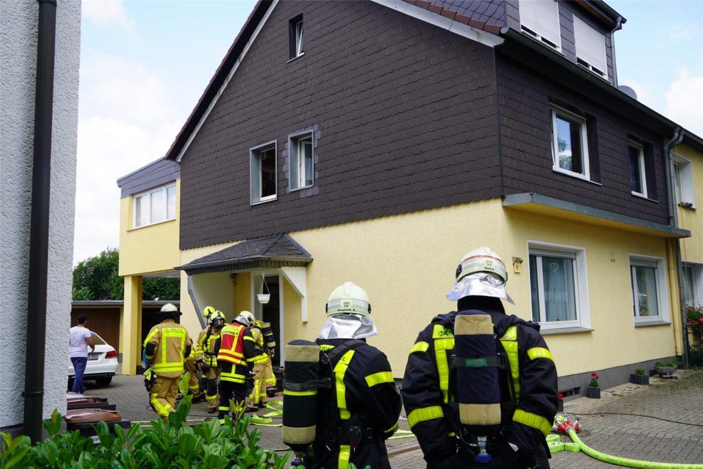 Die Feuerwehr Castrop-Rauxel im Einsatz an der Voerstestraße.
