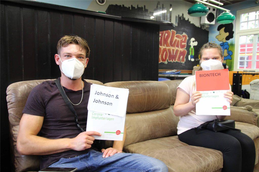 Johannes Terhorst (26) und Sabrina Hülsmann (27) haben sich in Ascheberg impfen lassen.