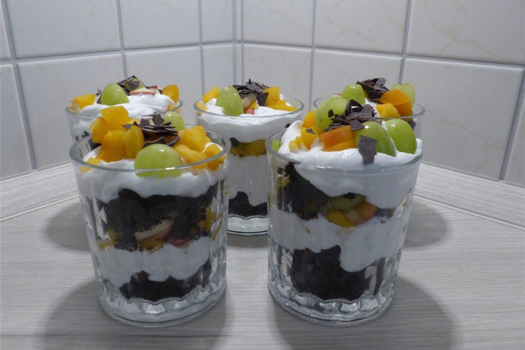 Vegan und auch noch hübsch: Obst-Brownie-Tiramisu von Anna Stehmann.