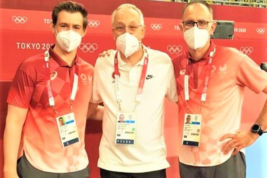 Karl-Martin Dittmann (Mitte) mit den deutschen Kampfrichtern Jeffrey Spiegel (l.) und Uwe Manz.