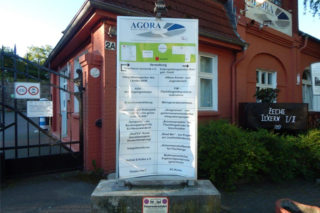 Das Schild vor dem Eingang der Agora wurde vor einigen Wochen eintreten.