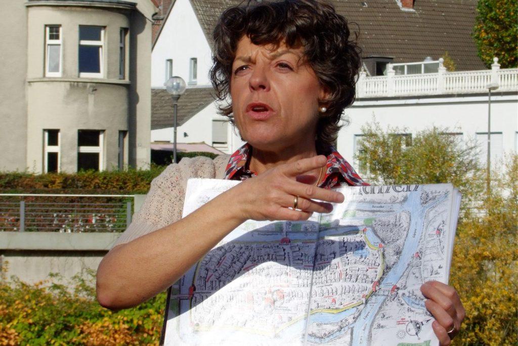 """Astrid Althoff ist ausgebildete Staudengärtnerin sowie frühere Gästeführerin und leitet eine Radtour am """"Tag der offenen Gärten""""."""