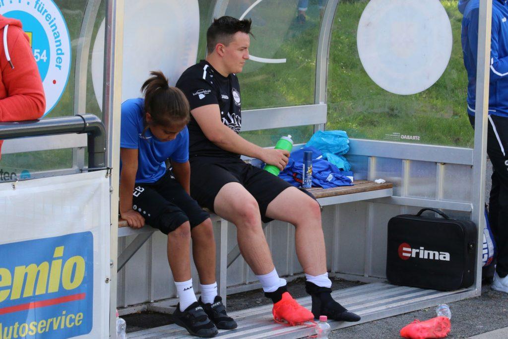 Mit dem rechten Fuß knickte Ricardo Nagler im Match gegen den Königsborner SV um und verfolgte das Spiel von der Auswechselbank aus.