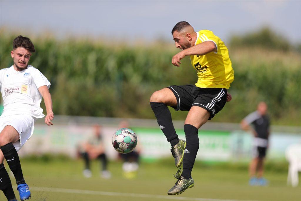 Gekonnt trifft Yusuf Demir in dieser Szene zum 2:0 gegen BW Alstedde.