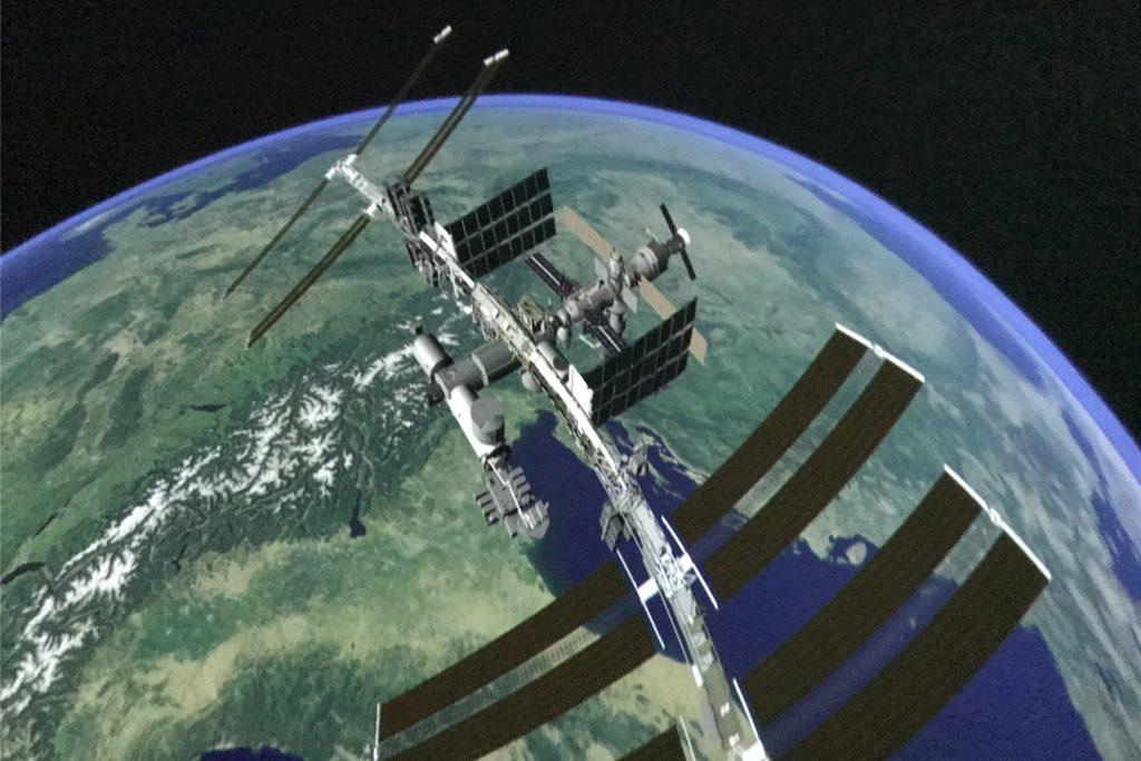 Die Bilder im Pop-Up-Planetarium werden von einem 360-Grad-Beamer an die gewölbte Kuppel projiziert.