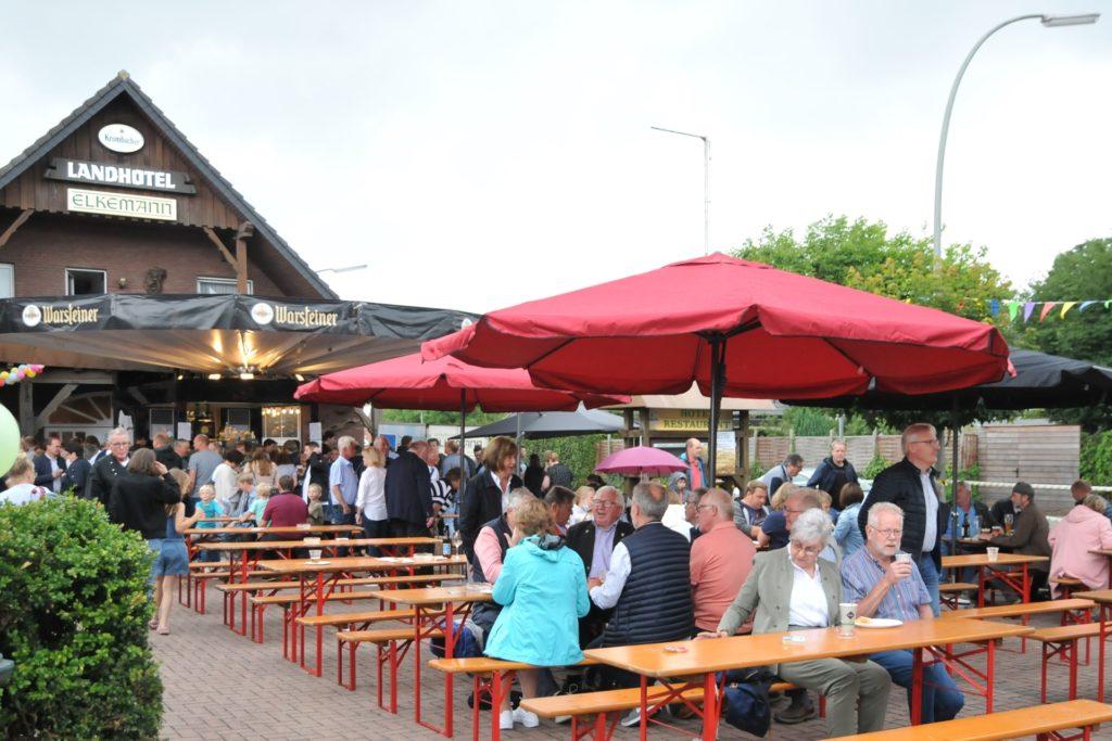 Die Neueröffnung am vergangenen Sonntag lockte viele Besucher trotz des  regnerischen Wetters nach Graes.