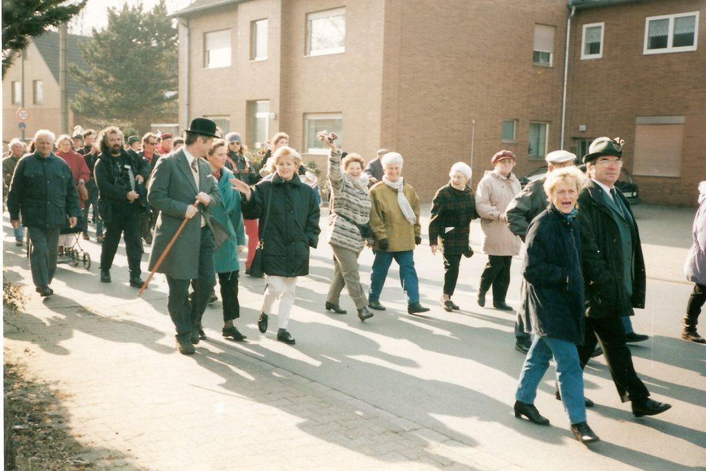Im März 1996 nahmen zahlreiche Bürger am zweiten Schnadegang in Horstmar/Niederaden teil. Anlass war die Landesgartenschau 1996 in Lünen.