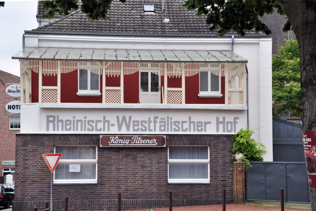 Der Rheinisch-Westfälische Hof wurde 2015 von der Gemeinde Schermbeck gekauft und zur Unterbringung von Flüchtlingen genutzt.
