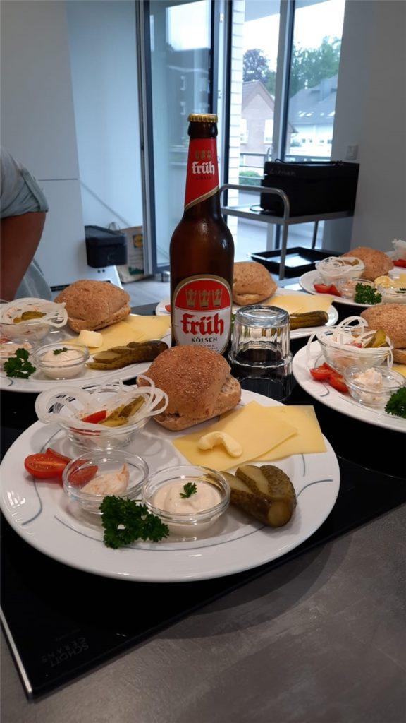 Auch kulinarisch gingen die Gäste auf Flusskreuzfahrt. Am Köln-Tag gab es den berühmten