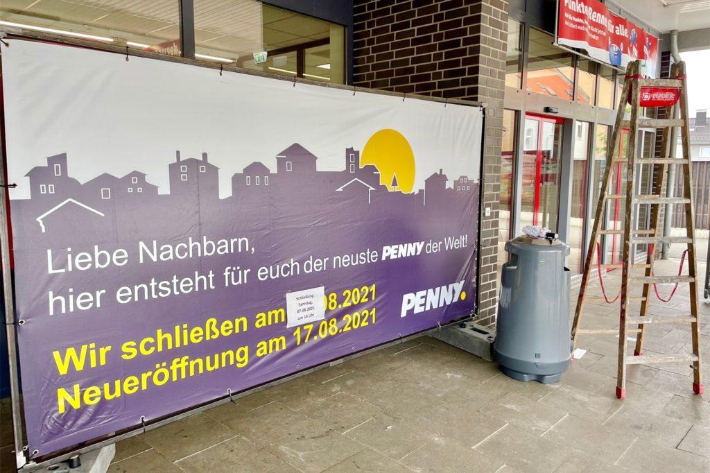 Das große Plakat vor dem Eingang verspricht so einiges. Am 17. August können sich die Kunden dann überzeugen.