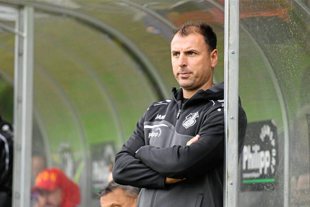 Toni Kotziampassis, Trainer des ASC 09 Dortmund, hofft, dass sich alle seine Spieler impfen lassen.