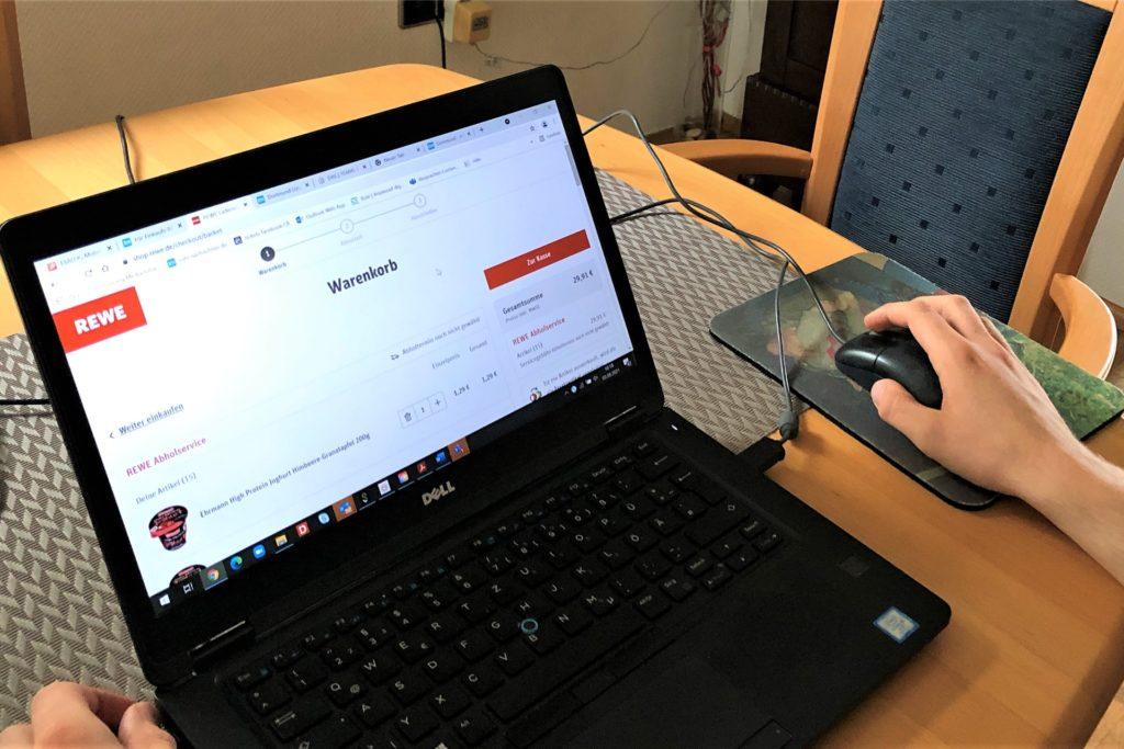 Wer PC- und Handy-Erfahrung hat, den stellt die Online-Bestellung auf der Rewe-Website vor keine große Herausforderung.