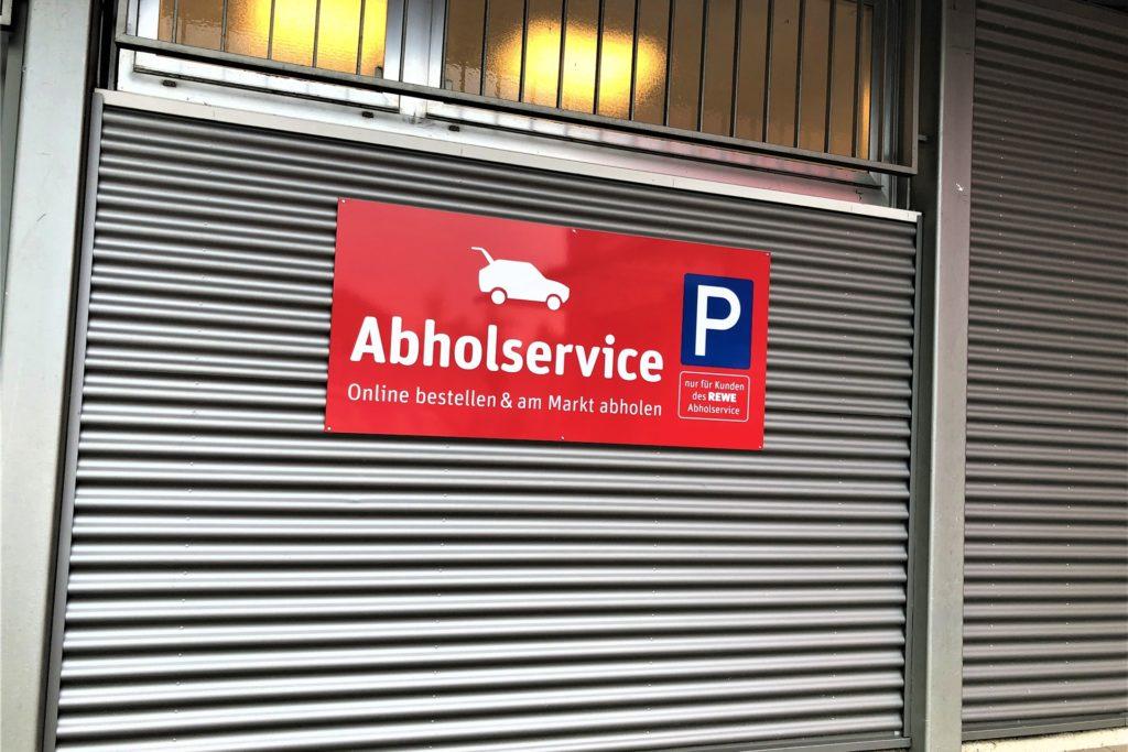 Für die Kunden des Abholservices gibt es einen eigenen Parkplatz.